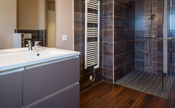 Réalisation d'une salle de bains complète avec dressing à Reims